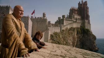 © Port-Réal (King's Landing), Lord Varys et Tyrion.