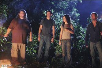 Les principaux : de g à d, Hurley, Jack, Kate et Sawyer - © http://www.allocine.fr/series/ficheserie-223/photos/detail/?cmediafile=19448782