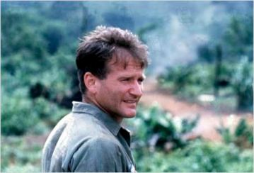 Dans Good Morning Vietnam - © http://www.allocine.fr/personne/fichepersonne-1191/photos/detail/?cmediafile=18919548
