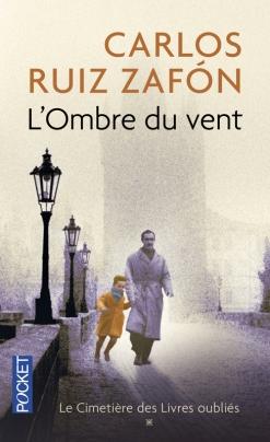 Editions Pocket - © http://www.pocket.fr/site/l_ombre_du_vent_&104&9782266233996.html?RECHA=ruiz+zaf%F3n