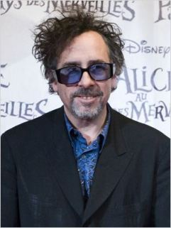 Tim Burton en 2010 pour la promotion d'Alice In Wonderland - © http://www.allocine.fr/personne/fichepersonne-6494/photos/detail/?cmediafile=19313141