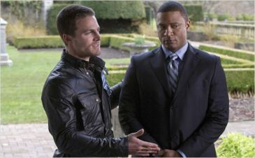 Stephen Amell et David Ramsey (Oliver et Diggle), saison 1 - http://www.allocine.fr/series/ficheserie-10839/photos/detail/?cmediafile=20196036