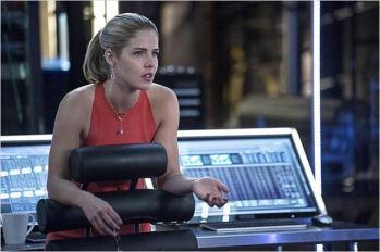 Emily Bett Rickards dans le rôle de Felicity Smoak, saison 3 - © http://www.allocine.fr/series/ficheserie-10839/photos/detail/?cmediafile=21138753