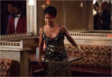Fish Mooney - © http://www.allocine.fr/series/ficheserie-16973/photos/detail/?cmediafile=21133784