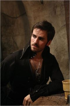Colin O'Donoghue, alias Capitaine Crochet, saison 2 - © http://www.allocine.fr/series/ficheserie-9430/photos/detail/?cmediafile=20294242