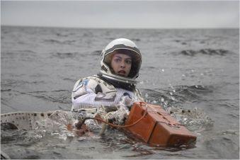 Anne Hathaway, Amelia Brand sur la première planète - © http://www.allocine.fr/film/fichefilm-114782/photos/detail/?cmediafile=21144136