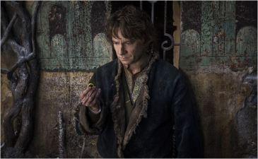 Bilbo (Martin Freeman) et l'Anneau - © http://www.allocine.fr/film/fichefilm-210516/photos/detail/?cmediafile=21160222