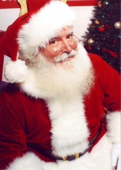 Un Père Noël anglo-saxon (Santa Claus) - © http://commons.wikimedia.org/wiki/File:Jonathan_G_Meath_portrays_Santa_Claus.jpg?uselang=fr