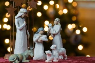 Une représentation de la Naissance de Jésus - © http://commons.wikimedia.org/wiki/File:Nativity_tree2011.jpg?uselang=fr