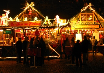 Marché de Noël à Dresde, Allemagne - © http://commons.wikimedia.org/wiki/File:Weihnachtsmarktindresden.jpg?uselang=fr