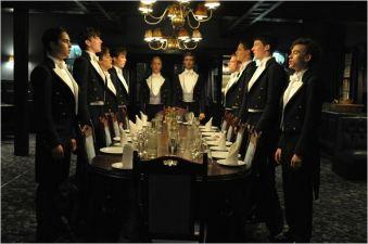 Les dix membres du Club en habit de cérémonie - © http://www.allocine.fr/film/fichefilm-218385/photos/detail/?cmediafile=21128607