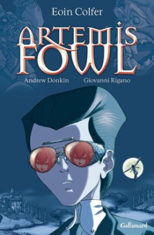 Couverture Adaptation BD - © http://www.gallimard-jeunesse.fr/Catalogue/GALLIMARD-JEUNESSE/Bandes-dessinees-hors-collection/Artemis-Fowl