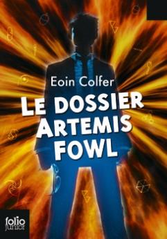 Couverture Dossier Artemis Fowl poche - © http://www.gallimard-jeunesse.fr/Catalogue/GALLIMARD-JEUNESSE/Folio-Junior/Le-dossier-Artemis-Fowl